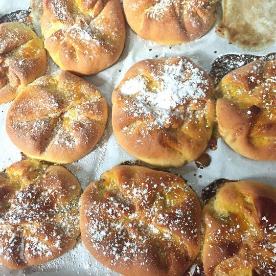 Romanian ricotta and fruit pastries at home and vegan