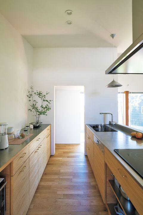 庭の緑 美しいキッチン こだわりを詰め込んだ平屋の家 美しい