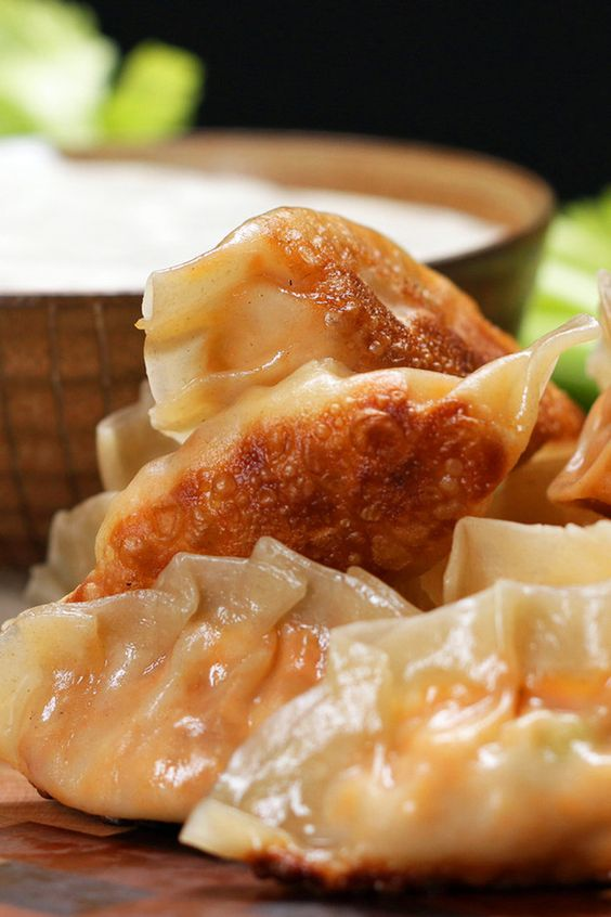 Buffalo Chicken Potstickers | These Buffalo Chicken Potstickers éé üä ß ê Are Dope AF And So Easy To Make