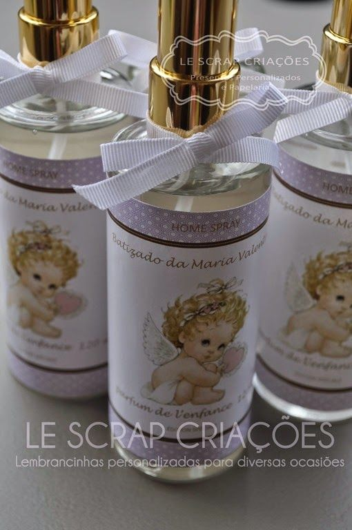 Para o batizado da Maria Valentina a mamãe escolheu presentear seus familiares com um frasco de Home spray modelo cônico e 120 ml.