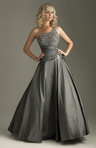 Gorgeous... I dont know where or when i would be able to wear this dress but i WANT it!!!!