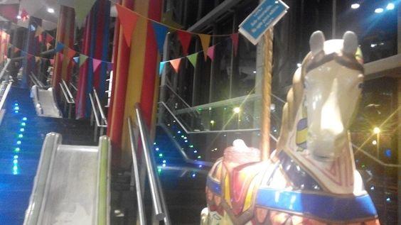 es la escalera mas divertida del shopping_ a funny place in the ice cream shopping (^_^)