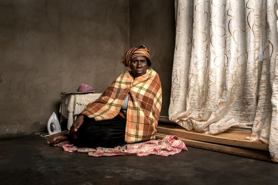 Do you know the true price of gold?  In South Africa, the prevalence of silicosis among gold mineworkers is said to be one of the highest in the world. These compelling portraits reveal how high the price of gold can really be. http://lenscultu.re/23uSgR
