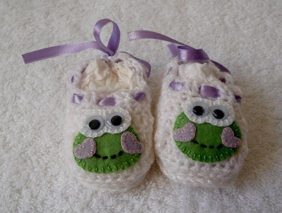 http://www.elo7.com.br/kit-casaco-e-sapato-croche-laco-e-sapo/dp/40217E