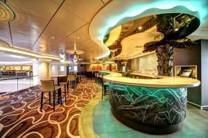 Where to Find a Drink on the Norwegian Getaway: Sugarcane Mojito Bar