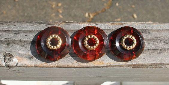 3 Vintage Tortoise Gold Geometric Flower Buttons #vintage #vintagebuttons #buttonitupvintage