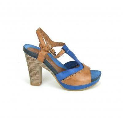Geweldige high heel sandalen van Red Rag, model 8480! Pumps om gelijk verliefd op te worden. Deze sandalen hebben een stoere look en een prachtig kleurenpalet van blauw en bruin. De band rond de enkel is door middel van een gesp te stellen. Verder hebben deze sandalen van Red Rag een vrouwelijk hak van ongeveer 8 centimeter, het plateau gedeelte is ruim 1.5. centimeter, de loopzool is van rubber. Picture your self....onder jeans of zomers jurkje