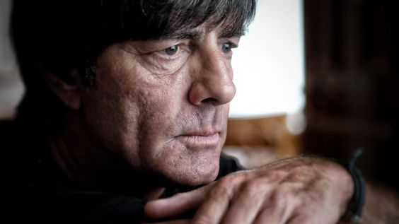 Joachim Löw lebt mittlerweile in Freiburg und Berlin, ein Pendler zwischen den Welten. Zum ersten Mal spricht er über die Trennung von seiner Frau – und darüber, was ihn fuchsteufelswild macht.