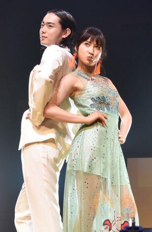 菅田将暉さんとの2ショットの土屋太鳳