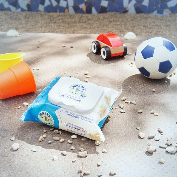 Für alle Essens-Akrobaten und Spielplatz-Abenteurer da draußen: Die praktischen Reinigungstücher von Penaten® machen kleine Drecksspatzen schnell wieder sauber. :-)