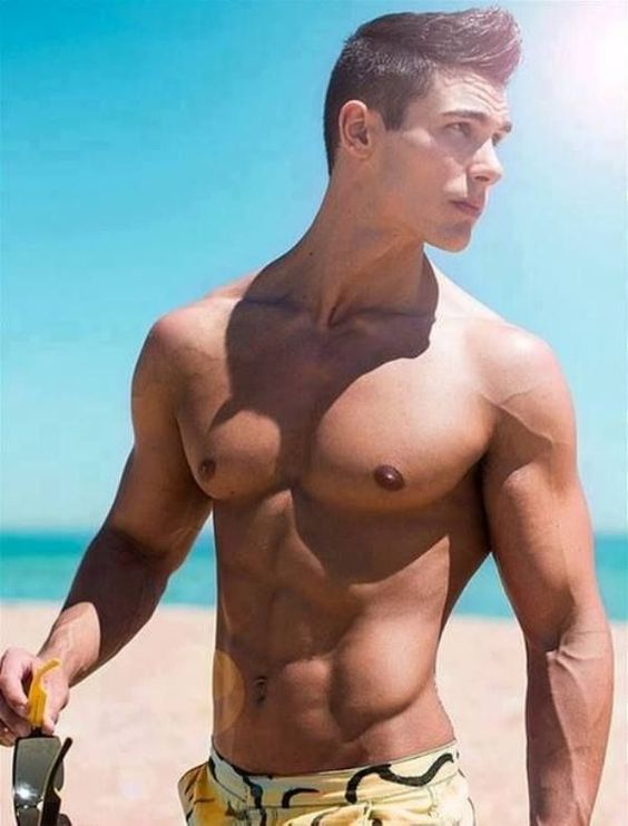 The beauty of men who can be seen on the beach...: