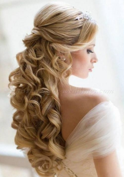 Wedding Hair Half Up Half Down With Veil And Tiara Hairstyle Haircut Hairideas Curly Wedding Hair Hair Styles Half Up Wedding Hair