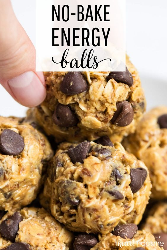 These no-bake energy balls make the perfect breakfast, snack or even dessert. So delicious and only take 5 minutes and 5 ingredients to make! #healthy #healthyrecipes #healthyfood #healthyeating #snacks #snacks #energybites #energyballs #peanutbutter #recipes #easyrecipe #iheartnaptime