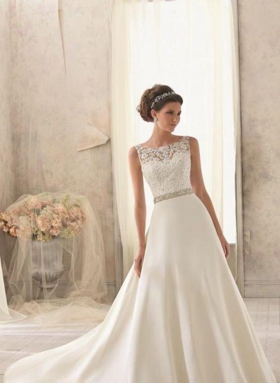 Klassisches Kleid mit dekoriertem Bustier