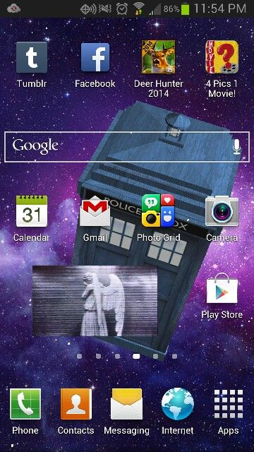 My home screen... Whovians will understand. Found an amazing 3D HD active background.