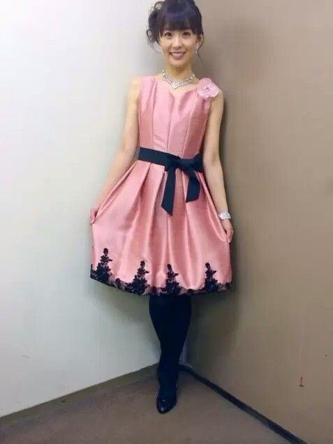 小林麻耶豪華なワンピースでかわいい