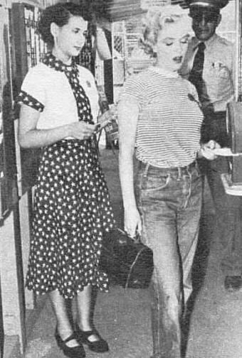 Marilyn Monroe in jeans 1951! casual sportswear shirt stripes 50s MM photo print ad movie star model icon
