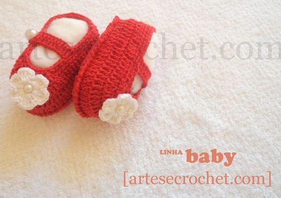 Sapatinho de crochet com detalhe de flor e pérola - Vermelho - Artes & Crochet