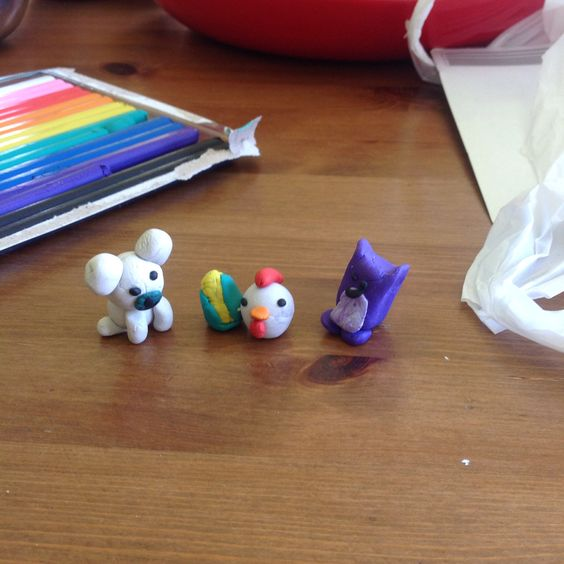 I made these out of $2.50 modeling clay in the background! How cute