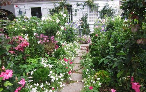 traditional landscape by Maria Hickey & Associates Landscapes: English Garden, Country Garden, Garden Inspiration