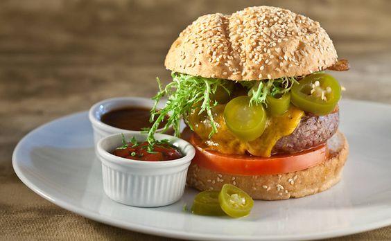Hoje é Dia do Hambúrguer: veja os sanduíches mais vendidos em lanchonetes de SP.