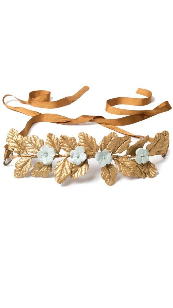 cinturón joya para invitada con hojas doradas y flores verdes de Verdemint disponible en alquiler on-line en dresseos.com