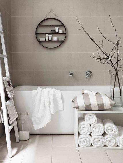 Badkamer Met Pebbles ~ bad ladder tegel witte badkamers grijze badkamers cirkels badkamer