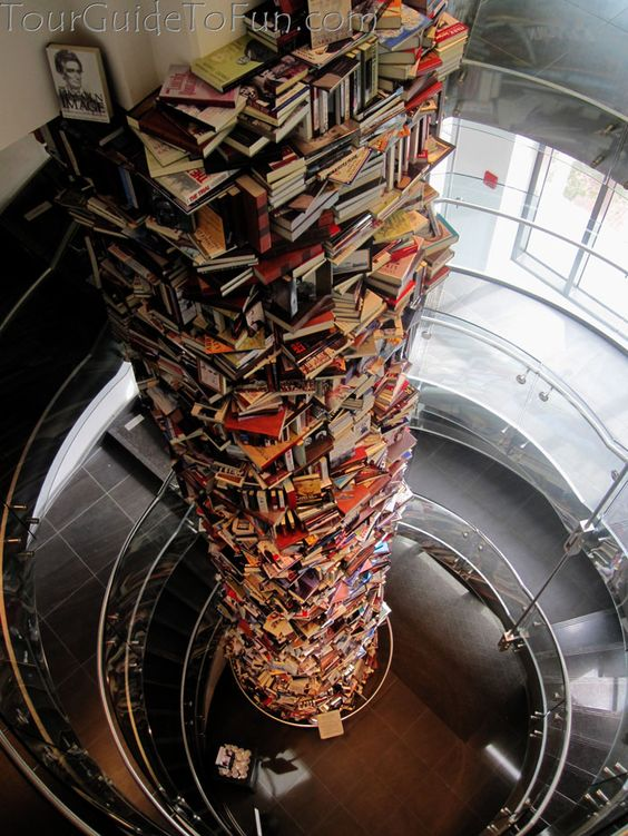 Tower of books at Peterson House where Lincoln died across from Ford's Theatre in Washington D.C. - www.TourGuideToFun.com #petersonhouse #fordstheatre #lincoln #lincolnassassination #washingtondc