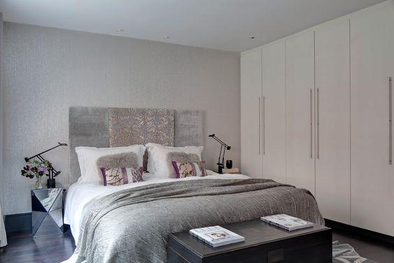 Фото из статьи: Как организовать хранение вещей в маленькой спальне: 12 дельных советов