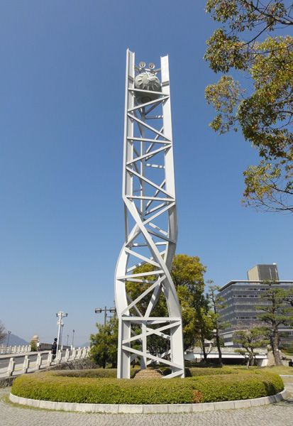 Peace Clock Tower in the Hiroshima Peace Memorial Park (Glockenspiel jeden Tag um 8.15 Uhr)
