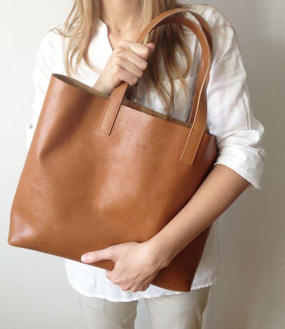 MIVO  Medium Light Brown Leather Tote fourretout cuir de par MISOUI, zł970.00 Big, big crush après tout c'est bientôt mon anniversaire et ça reste moins cher qu'un Céline!!!