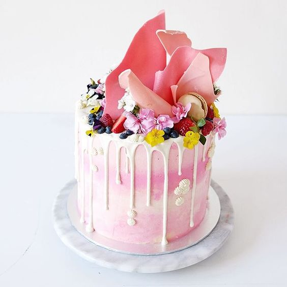 A very pink cake for a very good friend of mine. This was my gift for her as a celebration of her baptism, birthday and graduation :