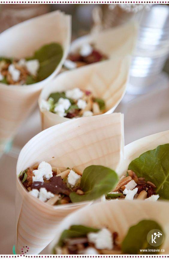 Fiestas con encanto: Ensalada de pollo y arándanos en minicucurucho