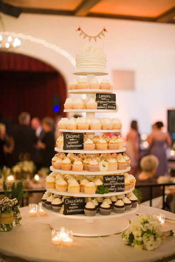 I love this idea! Two trees of Cupcakes in the middle of both trees of cupcakes a two layered cake