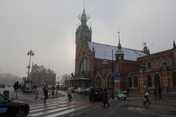 Здание вокзала в Гданьске в тумане