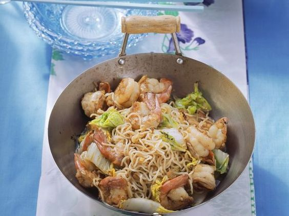 Asia-Nudeln mit Garnelen ist ein Rezept mit frischen Zutaten aus der Kategorie Garnelen. Probieren Sie dieses und weitere Rezepte von EAT SMARTER!