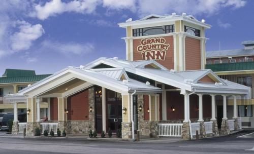 Grand Country Inn Indoor and Outdoor Water Park in Branson