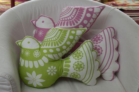 kit coussin oiseau en vente sur  http://www.spoonflower.com/fabric/1019880