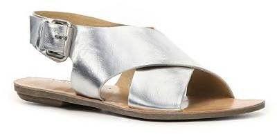 Pin for Later: 50 paires de sandales à moins de 50 € ! Sandales Chinese Laundry argentées Chinese Laundry Beat Box Flat Sandal ($40)