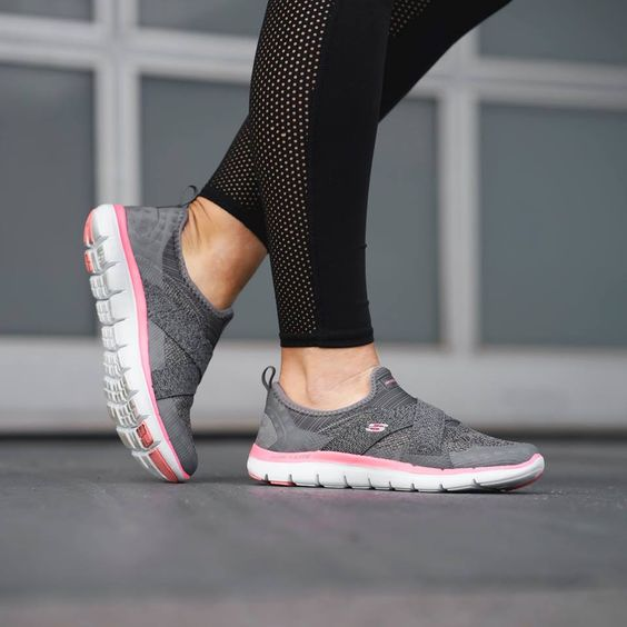 FAMOUS FOOTWEAR LIMITED TIME SALE! SKETCHERS AS LOW AS $19 + FREE SHIPPING!
