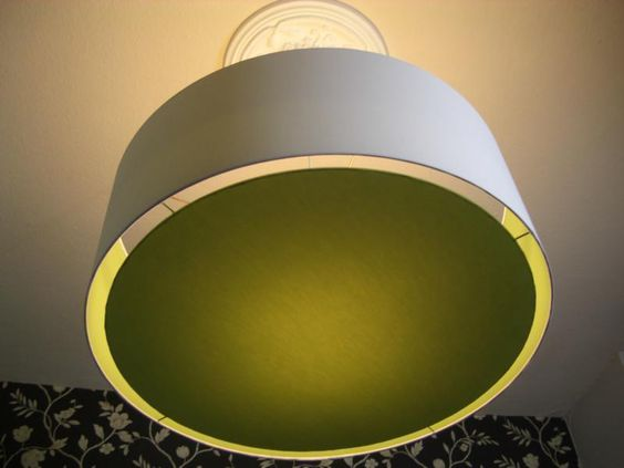 """*Lampenschirm """"green meets white""""*    *Wunderschöner Lampenschirm, außen im edlen Weiß und innen im knalligen Grün inklusive herausnehmbaren grünem Di"""