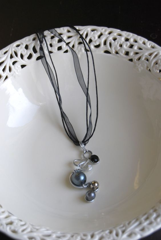 Bent wire necklace with beads and black pearl - love it!