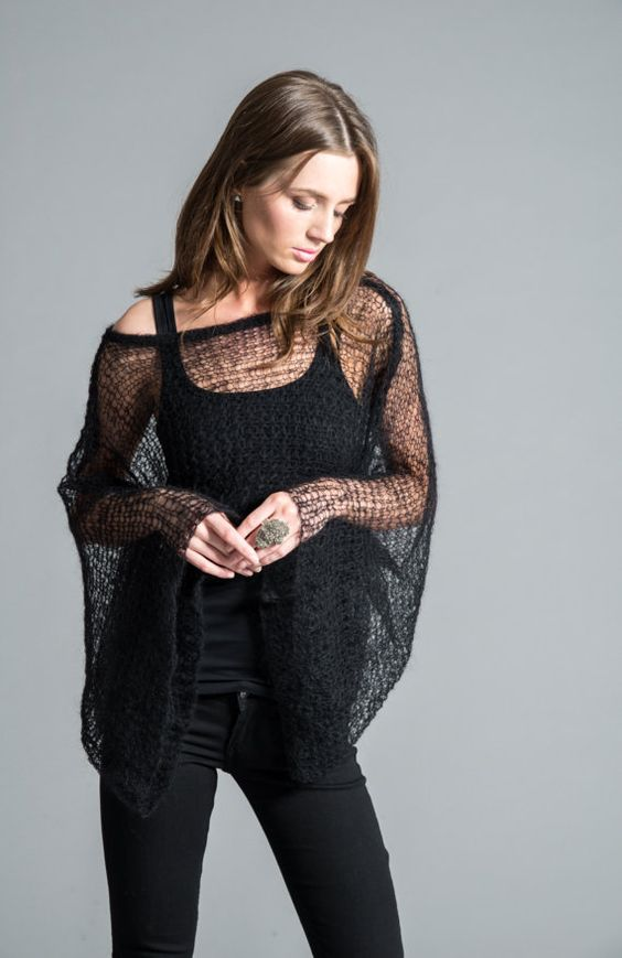 Hand Knit Top / Stylish Cropped Blouse / Black von marcellamoda