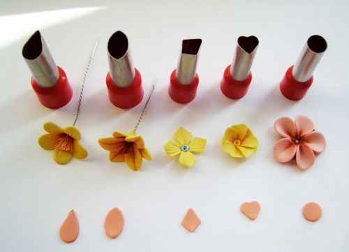 Flowers made from basic shapes. (These are clay, but would work with fondant, gumpaste, etc.) Smart.