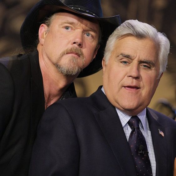 Trace Adkins with a nice photobomb on Jay after the show. #TonightShow