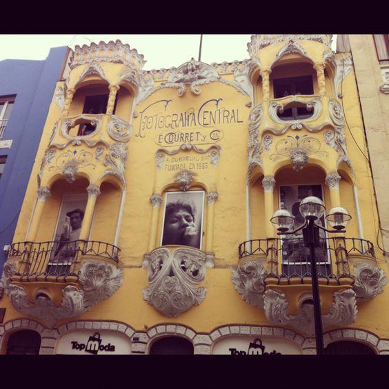 La antigua casa fotográfica de los hermanos Courret, en el Jirón de la Unión. Lima-Perú.