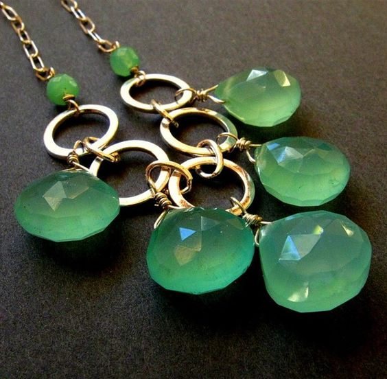 Beautiful green necklace.:
