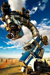 Camión escorpión, como si de una película de ciencia ficción se tratase.