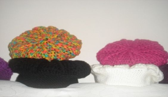 Caracteristica do Produto. <br>Boinas de Lã , feitas artezanalmente de Crochê. <br>Tamanhos : P, M e G. <br>Cores : Todas. <br>Disponível e Por Encomenda <br> <br>Especifique Qual a Cor. <br>Varejo e Atacado