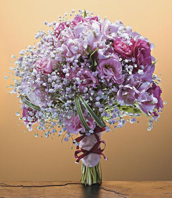 da noiva em variados tipos de flores e românticas combinações